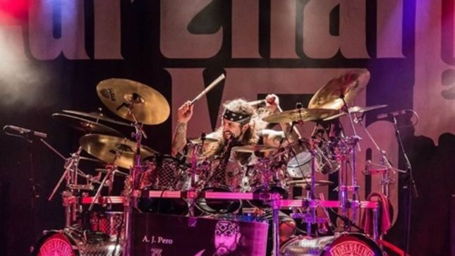 """MIKE PORTNOY On Joining TWISTED SISTER For Upcoming Tour Dates - """"It Is My Absolute Honor To Help Out My Fellow Long Island Rock & Roll Saviors"""""""