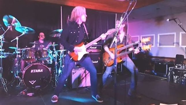 "PAUL GILBERT, ANDY TIMMONS, RON ""BUMBLEFOOT"" THAL Perform KISS Classic ""Detroit Rock City"" At 2016 Great Guitar Escape; Fan- Filmed Video Posted"