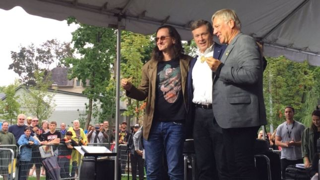 RUSH's GEDDY LEE, ALEX LIFESON Receive Toronto's Key To The City; Willowdale Park Named In Band's Honour (Video)