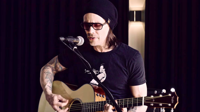 """ALTER BRIDGE Frontman MYLES KENNEDY Performs Acoustic Version Of """"Before Tomorrow Comes"""" For FaceCulture; Video Streaming"""