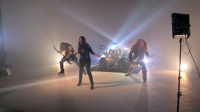 SHADOWSIDE Post Behind-The-Scenes Footage From New Video Shoot