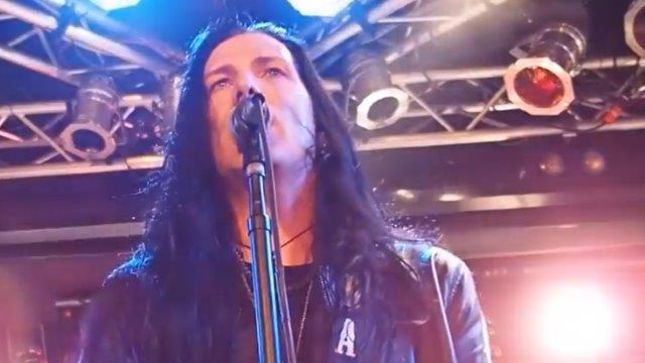 "TODD KERNS Previews THE AGE OF ELECTRIC Toronto Show With ""Ugly"" In Vegas; Fan-Filmed Video"