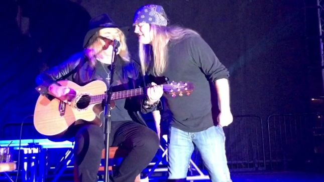 """DON DOKKEN Performs Solo Acoustic Show In Houston; Fan-Filmed Video Of """"In My Dreams"""" Featuring ex-SKID ROW Frontman JOHNNY SOLINGER Posted"""